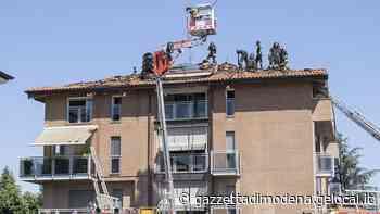 Vignola. Brucia il tetto di un palazzo, famiglie evacuate - La Gazzetta di Modena