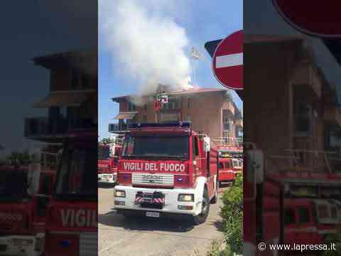 Vignola, distrutti dalle fiamme due appartamenti in una palazzina - La Pressa