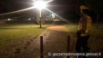 """Vignola, al parco coperto solo da un accappatoio: """"Scusate avevo caldo"""" - La Gazzetta di Modena"""