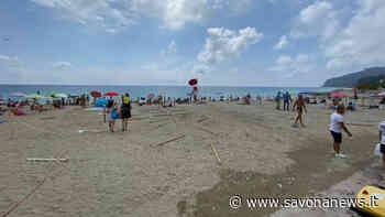 Vandalismo sulle spiagge libere di Spotorno: divelti gli stalli alla francese - SavonaNews.it