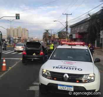 Motorista colide na traseira de outro veículo em Cachoeirinha, abandona carro e foge do local - Agência GBC