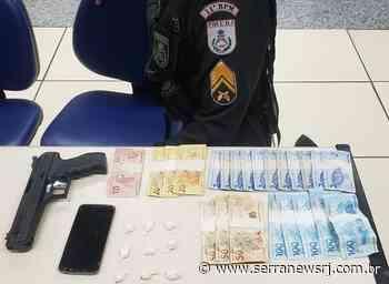 Polícia prende simulacro de arma, cocaína e dinheiro em Cantagalo - Serra News