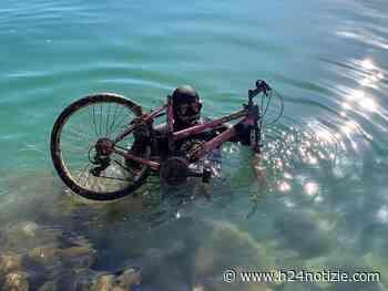 Bonifica delle acque di Formia, trovata una bicicletta - FOTO - h24 notizie
