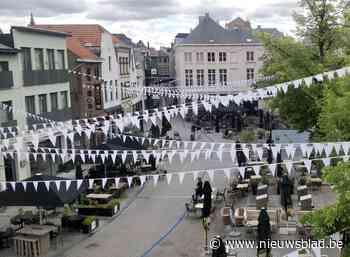 Wimpels brengen Vismarkt en Nauwstraat in zuiderse sferen