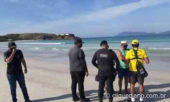 Prefeitura de Cabo Frio realiza ação de conscientização sobre a proibição de permanência na Praia do Forte - Clique Diário