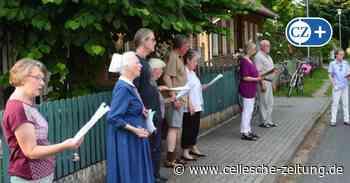 Nachbarn aus Hermannsburg singen wegen Corona täglich auf der Straße - Cellesche Zeitung