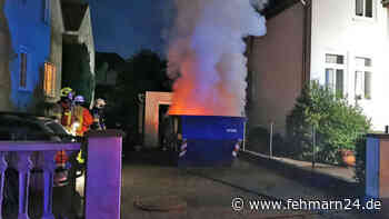 Container steht in Flammen in Burg auf Fehmarn Feuerwehr Burg im Einsatz und löscht den Brand - fehmarn24
