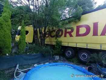 Ugine : le camion dérape dans un virage et finit sa route dans un jardin ! - site lasavoie.fr