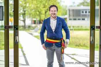 Francesco Vanderjeugd is 32 jaar en is burgemeester van Staden. Hoeveel zou hij verdienen? - Het Nieuwsblad