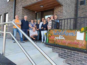 Buren verwelkomen de politie in de Pastorij - Het Belang van Limburg