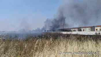 Ciampino, incendio al campo rom 'La Barbuta'. Interessate anche le sterpaglie intorno - Castelli Notizie