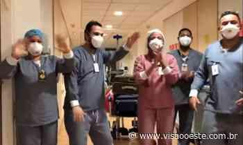 """Médico em Barueri, ex-Polegar recebe alta do hospital ao som do sucesso """"Dá Pra Mim"""" - Visão Oeste"""