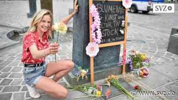 Power to the Flower: Rostocker Künstler und Kreative legen Blumen nieder | svz.de - svz.de