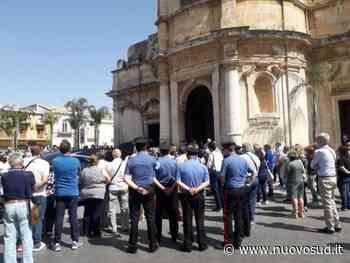 Tanta folla a Floridia ai funerali del maresciallo Giarratana - Nuovo Sud