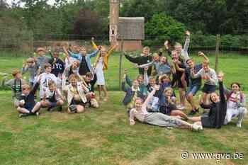 Toch nog afscheid van zesdeklassers: Dino's en Maki's eindelijk herenigd in tuin Mama Calinka - Gazet van Antwerpen