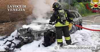 Stra, auto si incendia per strada. Ultima ora - La Voce di Venezia