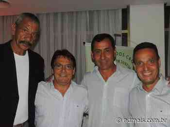 MEMÓRIA: Albeneir e Vargas ao lado dos irmãos torcedores - ND