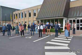 Gemeenteraad Oostkamp bezoekt De Valkaart - Krant van Westvlaanderen