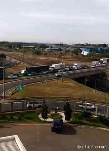 Barreira sanitária é realizada em Porto Feliz e deixa tráfego de veículos intenso - G1