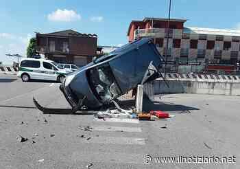 Solaro, schianto sulla Saronno-Monza, auto ribaltata - Il Notiziario