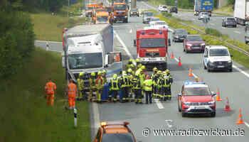 Laster auf Abwegen: Feuerwehreinsatz auf A72 bei Treuen - Radio Zwickau