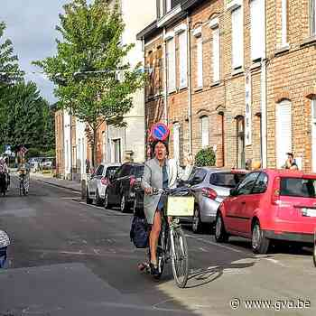 Kleuterjuffen worden uitgewuifd door de hele buurt - Gazet van Antwerpen