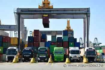 """Tijdsloten om containers te leveren, bezorgen transporteurs kopzorgen:""""Sta hier al 2,5 uur en wachttijd loopt nog op"""""""