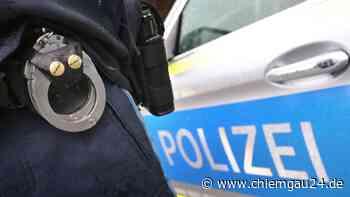 Trostberg: Auto rammt Motorradfahrerin: Polizei stellt gesuchten Straftäter nach Unfall - chiemgau24.de