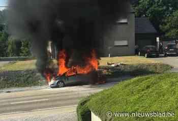 Auto volledig uitgebrand - Het Nieuwsblad