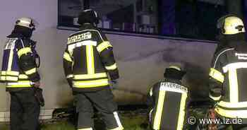 Fassade des Detmolder Berufskollegs brennt in der Nacht - Lippische Landes-Zeitung