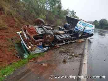 Caminhão perde o controle após tentativa de ultrapassagem entre Passo Fundo e Ernestina - Rádio Progresso de Ijuí