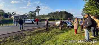 Tres fallecidos en choque de dos automóviles en Santa Rosa del Mbutuy - Nacionales - ABC Color