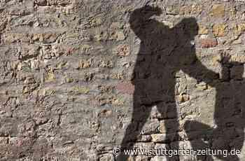 Vor Imbiss in Kornwestheim - Unbekannter prügelt auf 22-Jährigen ein - Stuttgarter Zeitung
