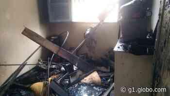 Quarto de residência fica destruído após incêndio em Coronel Fabriciano - G1