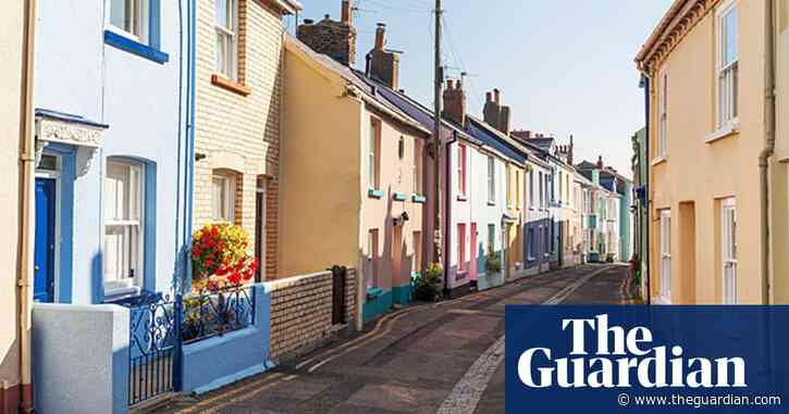 UK annual house prices fall for first time since 2012