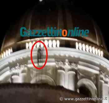 Giarre, sfida plateale nella notte, ignoti giovani si arrampicano sulla cupola del Duomo - Gazzettinonline