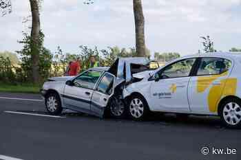 Geen gewonden bij hevige klap bij aanrijding in Veurne - Krant van Westvlaanderen