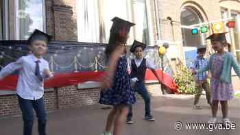 Eerste kleuters in school Oelegem studeren af in stijl - Gazet van Antwerpen