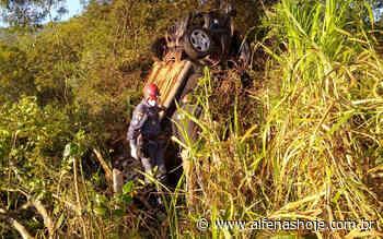 Carro capota em rodovia próxima ao Pinheirinho - Alfenas Hoje