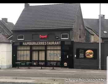 Voorgevel van pas geopend hamburgerrestaurant beklad met gra... (Hamme) - Het Nieuwsblad