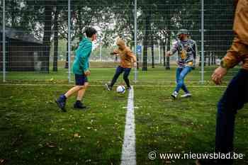 Jeugd trapt zomervakantie af in nieuwe voetbalkooi