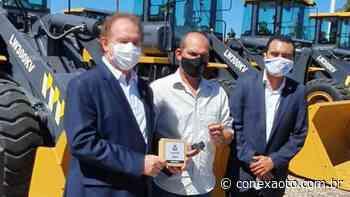 Prefeito de Miracema recebe maquinário do Governo do Tocantins - Conexão Tocantins