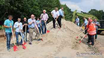 Die Bagger sind angerollt: Spatenstich für Neubau des Feuerwehrhauses in Hasbergen - noz.de - Neue Osnabrücker Zeitung