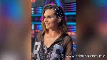 Tania Rincón hace arder el foro de Televisa en ajustado 'outfit' plateado - TRIBUNA