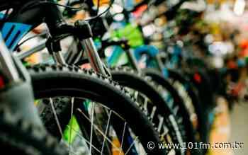 Dois ciclistas são assaltados em Jaboticabal e têm suas bicicletas levadas; homem deu a entender estar armado - Rádio 101FM