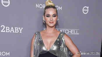 Schwangere Katy Perry postet Babybauch-Fotos aus der Wüste - RTL Online