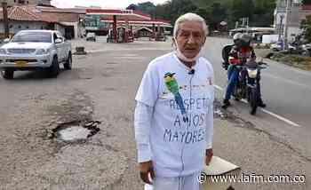 A Duque se le olvidó los que quedamos fuera de nuestras casas: Abuelo que camina hacia Nocaima - La FM