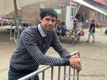 Directeur Marc (61) neemt na 20 jaar afscheid van basisschoo... (Oudenburg) - Het Nieuwsblad