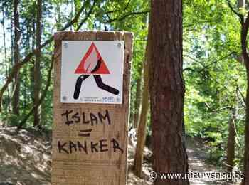 Wandelaars ontdekken haatslogans in Meetshovenbos (Aarschot) - Het Nieuwsblad