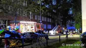 Brand in Bochum: Elf Bewohner über Drehleiter gerettet - Westdeutsche Allgemeine Zeitung